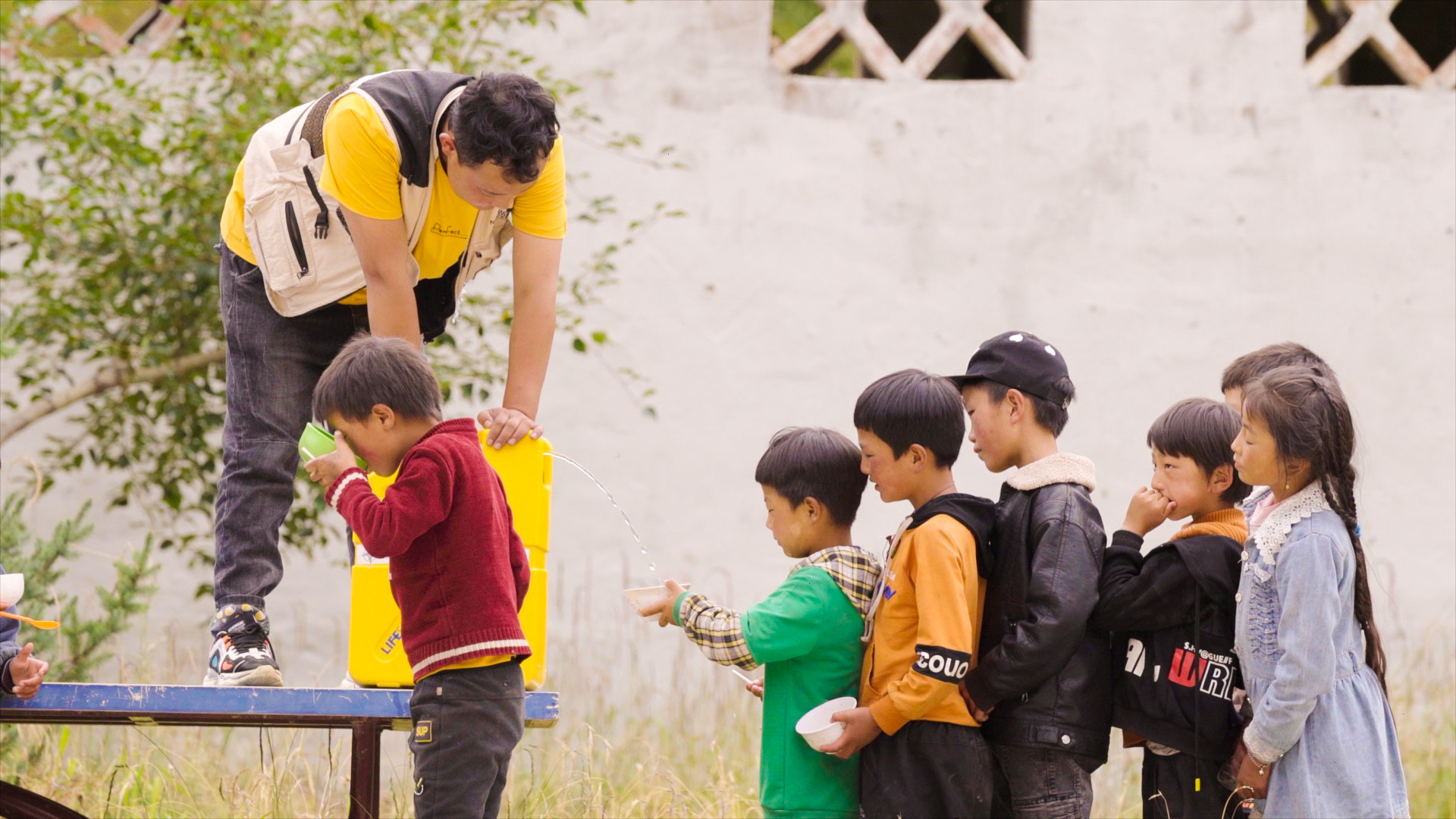 TangMama Distribute LifeSaver Jerrycans in China